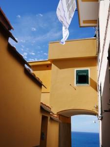 Laundry in Corniglia Cinque Terre www.thesweetwanderlust.com