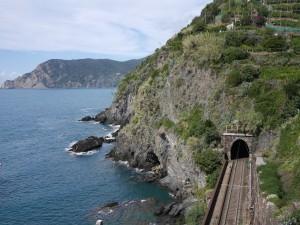 train between towns Cinque Terre www.thesweetwanderlust.com
