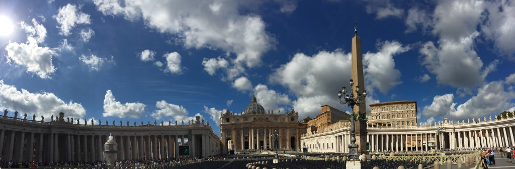 Panoramic St.Peter's Square www.thesweetwanderlust.com