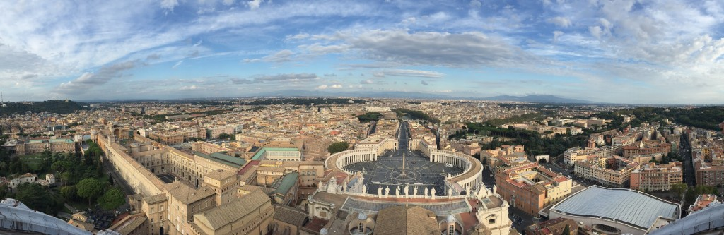 panoramic St Peter's square www.thesweetwanderlust.com